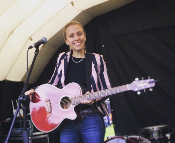 Hannah Scott on the Music Stage