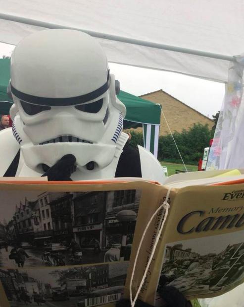 storm-trooper-reading